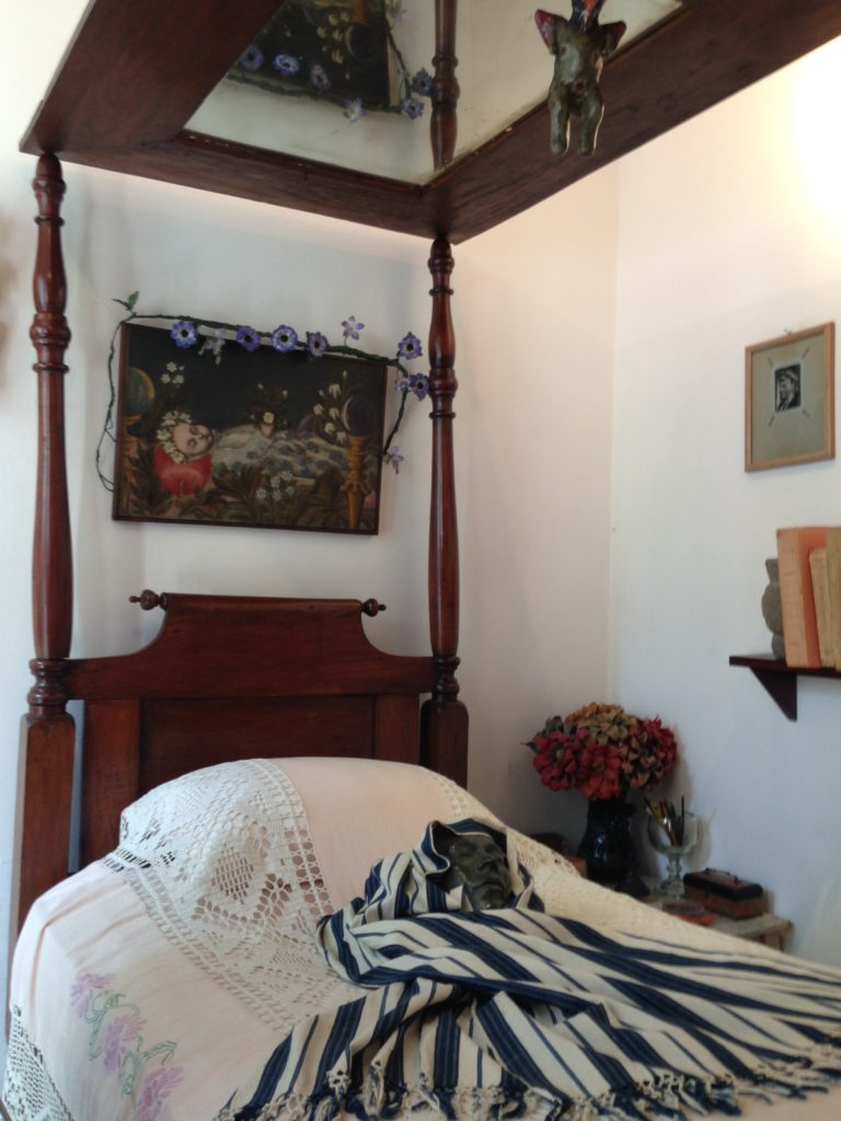Frida Kahlos bed
